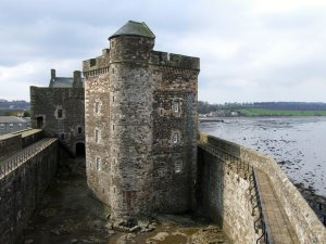 Blackness_Castle,_Scotland-12April2008