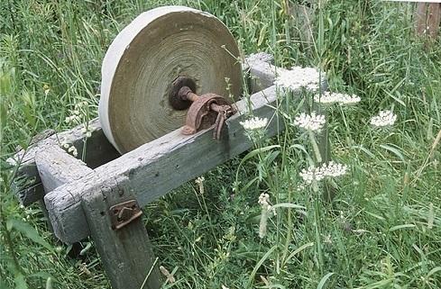 old-whetstone-grinder,1046106